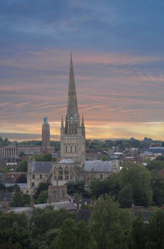 Catherdral skyline by Harry